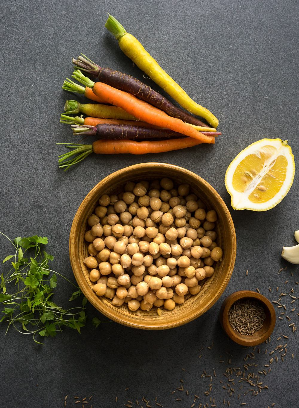 The perfect ingredients for an easy hummus recipe: chickpeas, lemon, garlic, tahini.