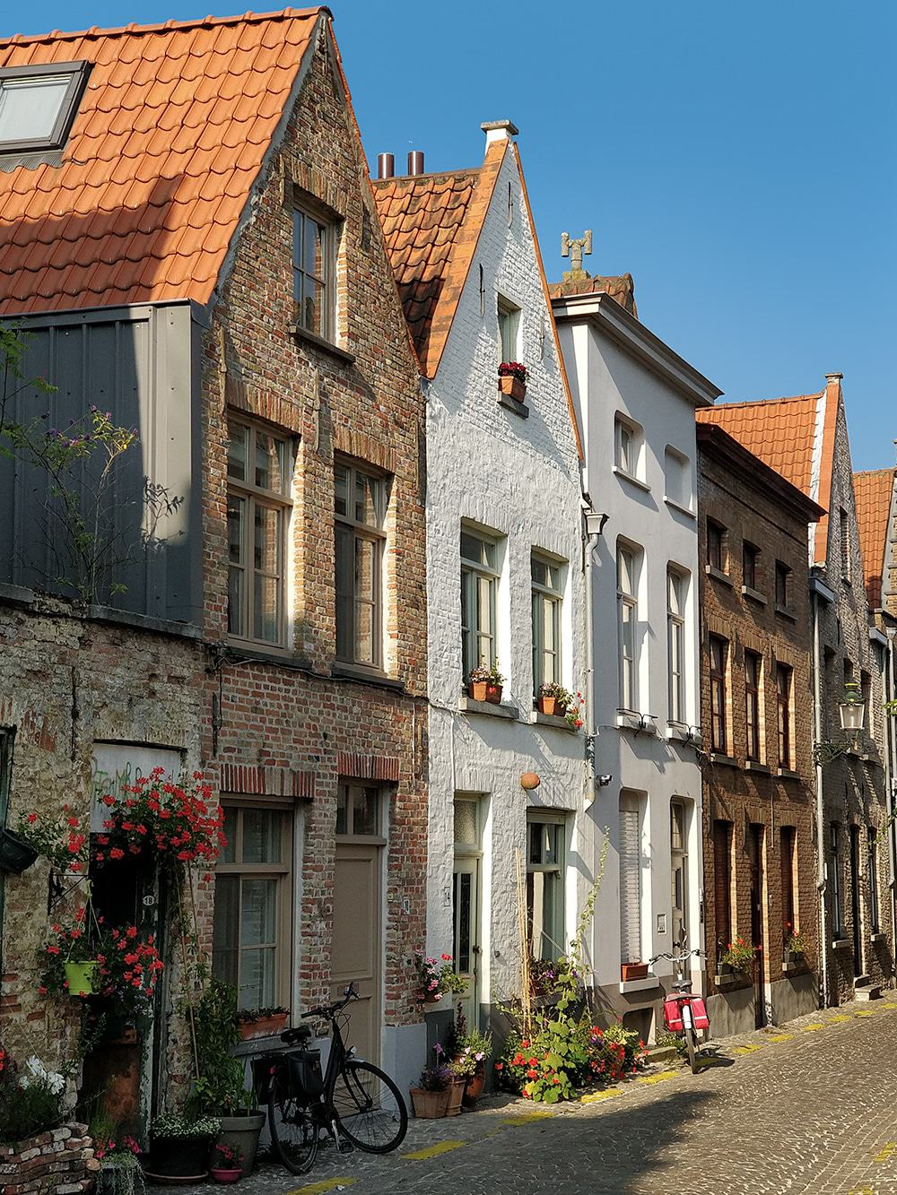 With its lovely squares, picturesque canals and cobbled streets, Bruges really is one of the most romantic cities in old Europe! Best things to do here!