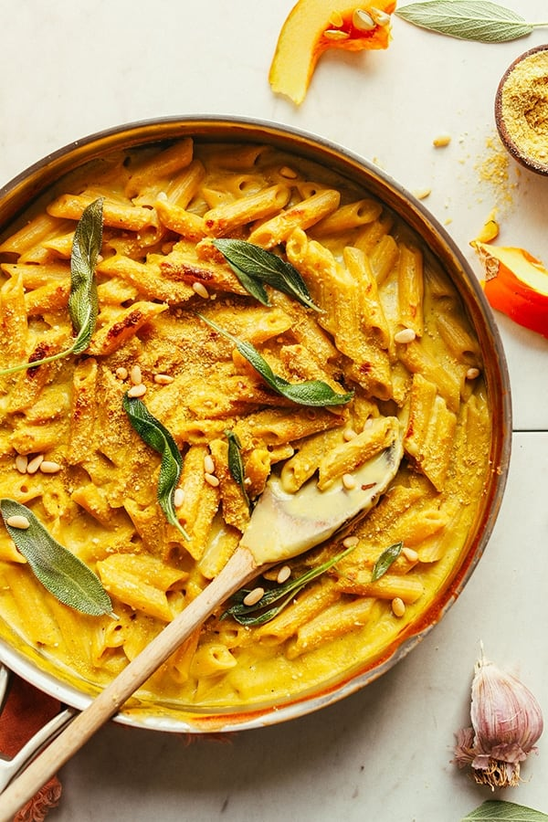 Vegan Pumpkin Mac 'N' Cheese For the pasta lovers out there, this amazing, creamy, flavorful pumpkin mac 'n' cheese made with 10 simple ingredients, is the perfect main for your Christmas meal! The perfect dairy- and gluten-free dish for the holiday season!