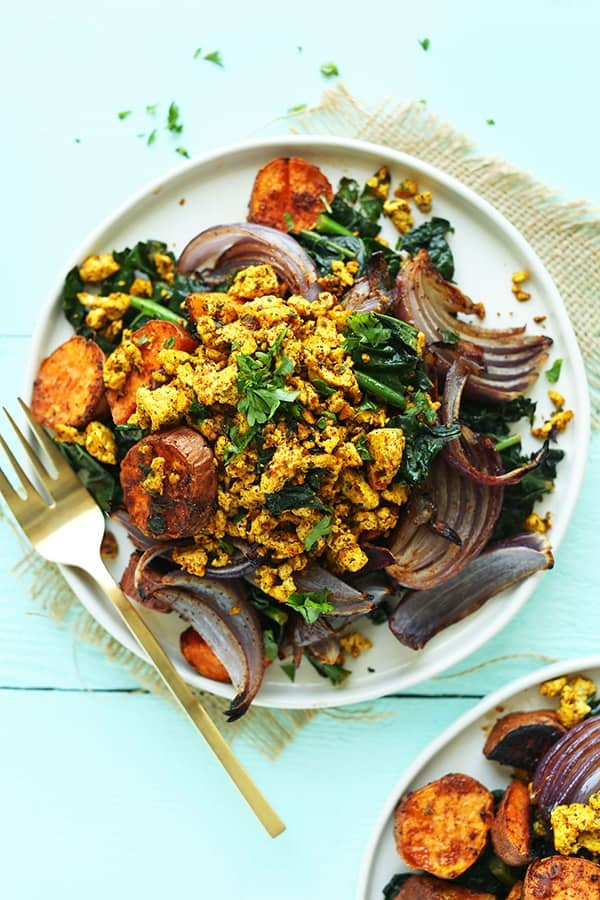 Roasted Sweet Potato & Kale Breakfast Hash For the savoury lovers out there, this roasted sweet potato & kale breakfast hash is the perfect way to start Christmas day. A hearty, 10-ingredient breakfast hash with roasted sweet potatoes, red onion, kale, and tandoori masala-spiced tofu!