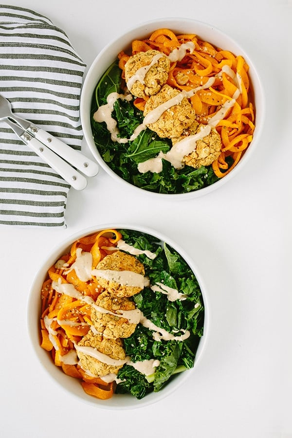 Kale Falafel Bowl with Spiralized Butternut Squash - Genius healthy and low-carb spiralizer recipes you need to try. Plus all the tricks and tips you need to know to spiralize zucchini and any other vegetables, and how to store them to keep them fresh for longer!