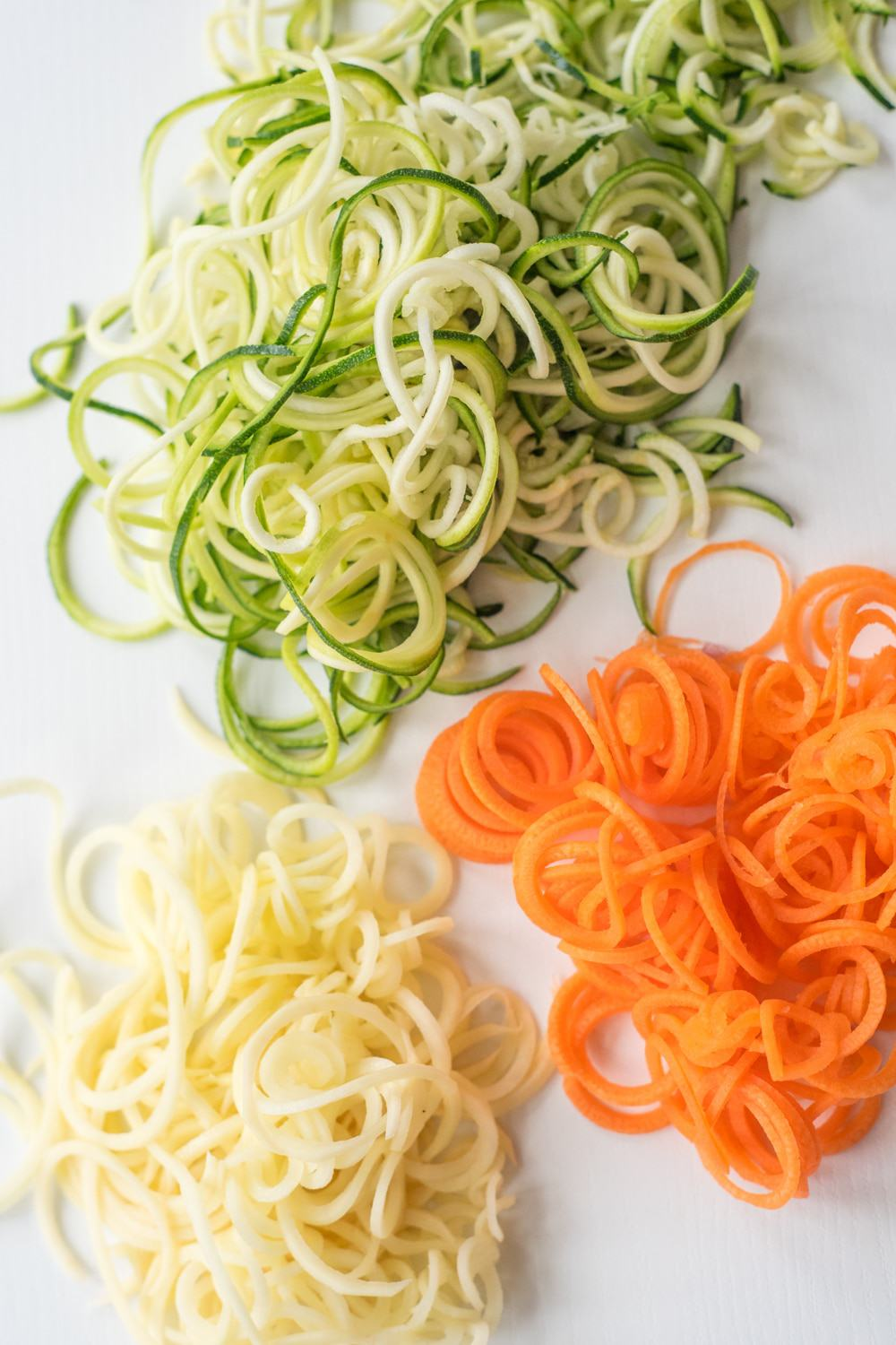 21 quick and easy veggie spiralizer recipes, plus all the tips you need to know to spiralize your veggie to make skinny delicious low-carb recipes!