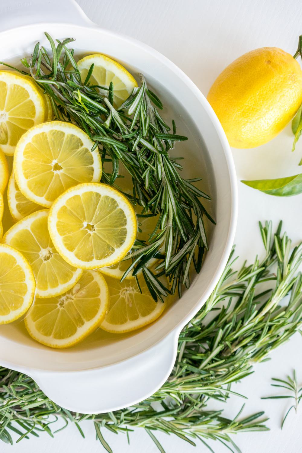 Lemon And Rosemary Stove Top Potpourri | These Stove Top Potpourri ideas create an amazing natural homemade scent that will bring the smell of spring into your home. Such easy recipes that you can leave on your stove all day long simmering. Each one will fill your home with a fresh aroma as you do your spring cleaning!