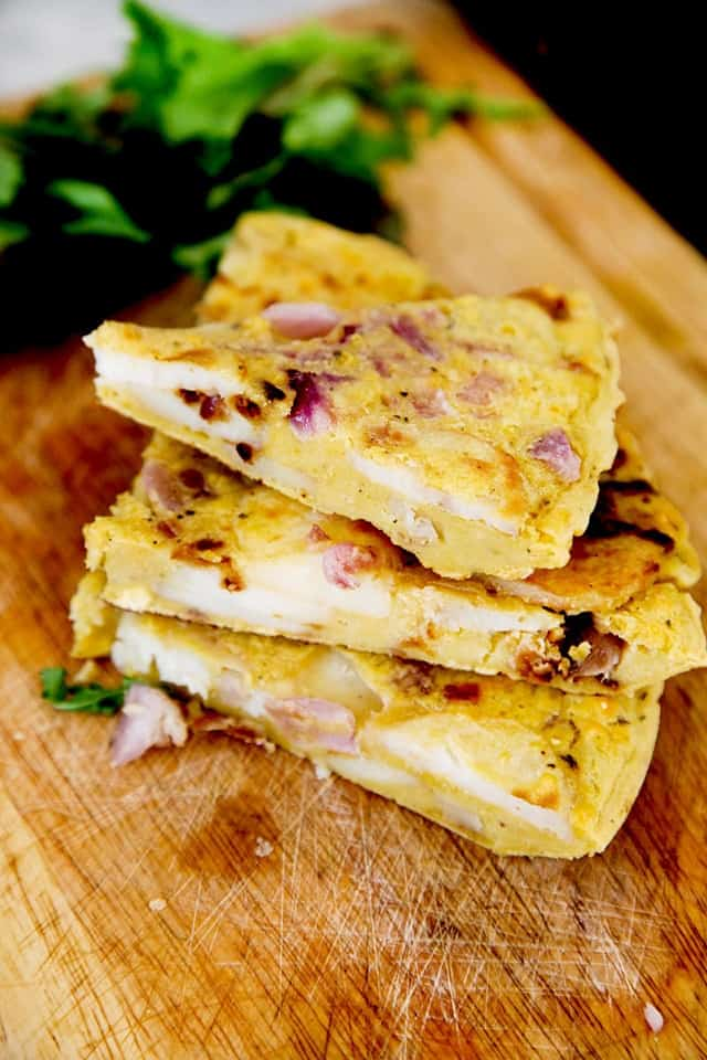 Spanish Omelette | Over 30 eggcellent vegan Easter recipes that are guaranteed to impress! The best vegan breakfast, brunch, lunch and dinner ideas to impress your family! Plus some delicious dessert recipes to make your Easter special.