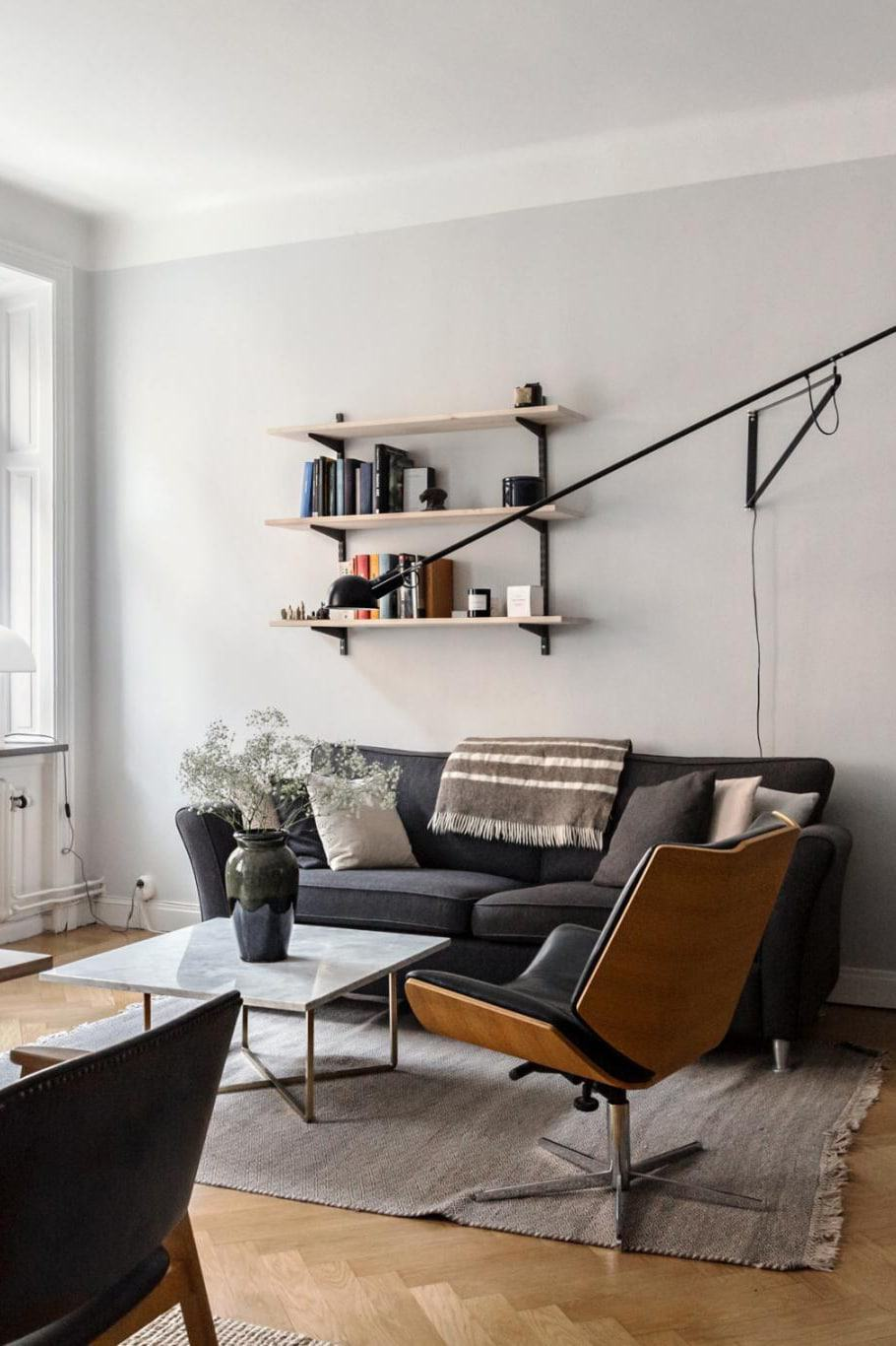 How To Decorate A Small Apartment: 10 Secrets