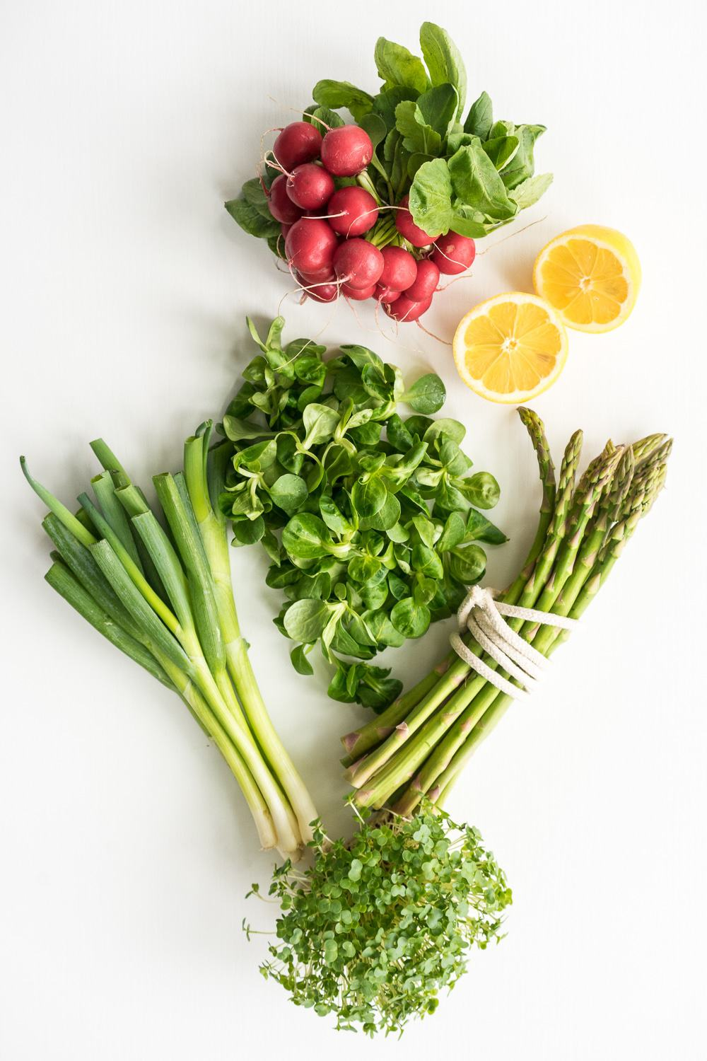 Wonderful ingredients: A super spring salad recipe that is bursting with fresh ingredients, perfect to brighten up your day! Fresh radish, tender mache salad (lamb's lettuce), spring onions and asparagus make an absolutely delicious salad, fantastic on its own for a very light lunch or as a side dish for dinner!