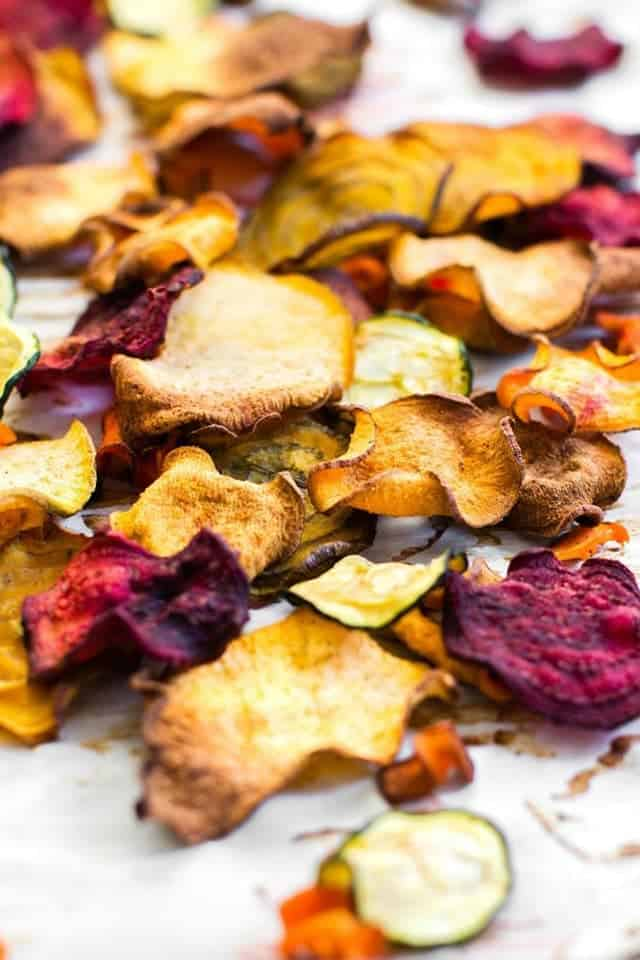 Oil-Free Baked Veggie Chips | 15 Healthy Vegan Snacks, made with whole plant-based ingredients, that are perfect to stay in shape! All these DIY snacks are portable, gluten-free and less than 150 calories! These energizing snacks will keep you on track while on a healthy balanced diet!