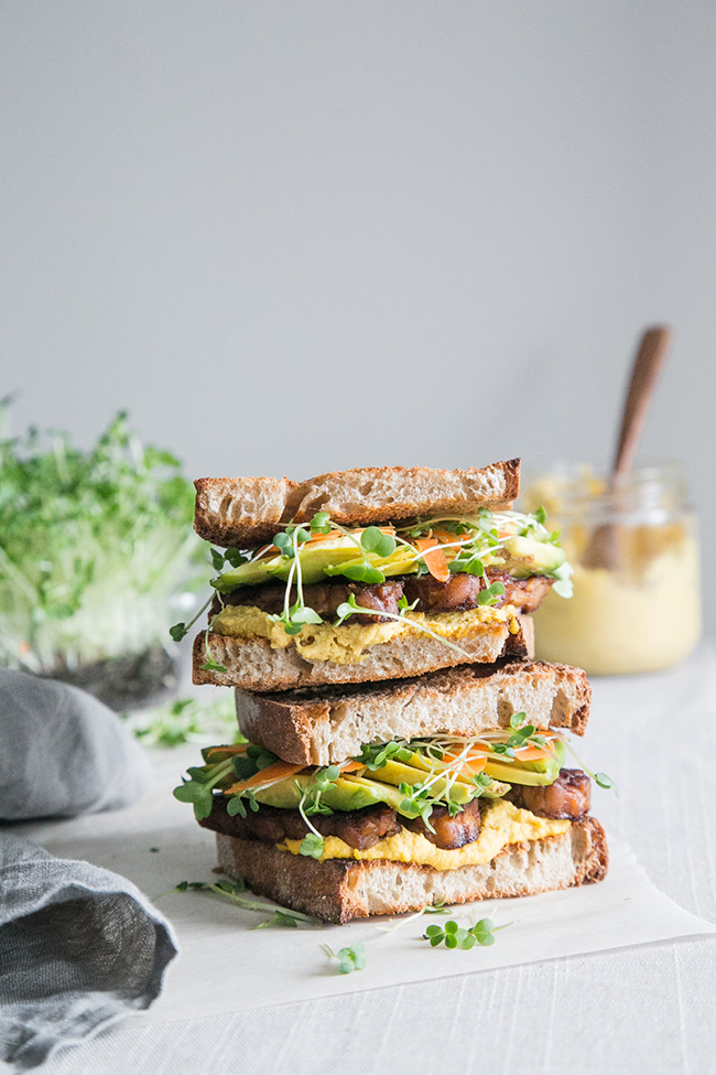 Sweet & Spicy Tempeh Sandwich + Carrot Aioli (The Green Life): These are the most awesome vegan sandwiches recipes you'll ever find! Perfect for your work or school lunchbox, or for a quick and easy meal on the go!