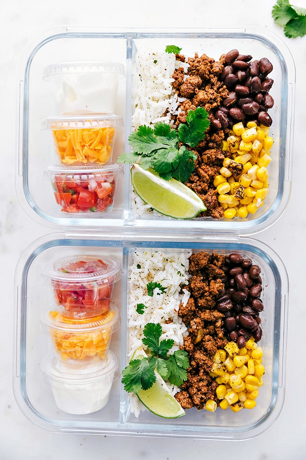Taco Bowl @ Chelsea's Messy Apron: From protein-packed to vegetarian-friendly, these are the perfect healthy meal prep ideas to prep on Sunday in less than 30 minutes!
