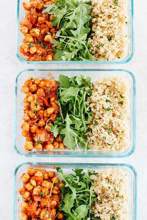 Spicy Chickpea Quinoa Bowls @ Eat Yourself Sinny: From protein-packed to vegetarian-friendly, these are the perfect healthy meal prep ideas to prep on Sunday in less than 30 minutes!