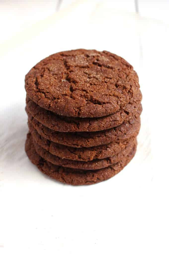 Soft & Chewy Vegan Ginger Snaps @ Broke Foodies: You absolutely need to bake all these delicious vegan Christmas cookies! They are scrumptious, delicious and EVERYONE will love them!