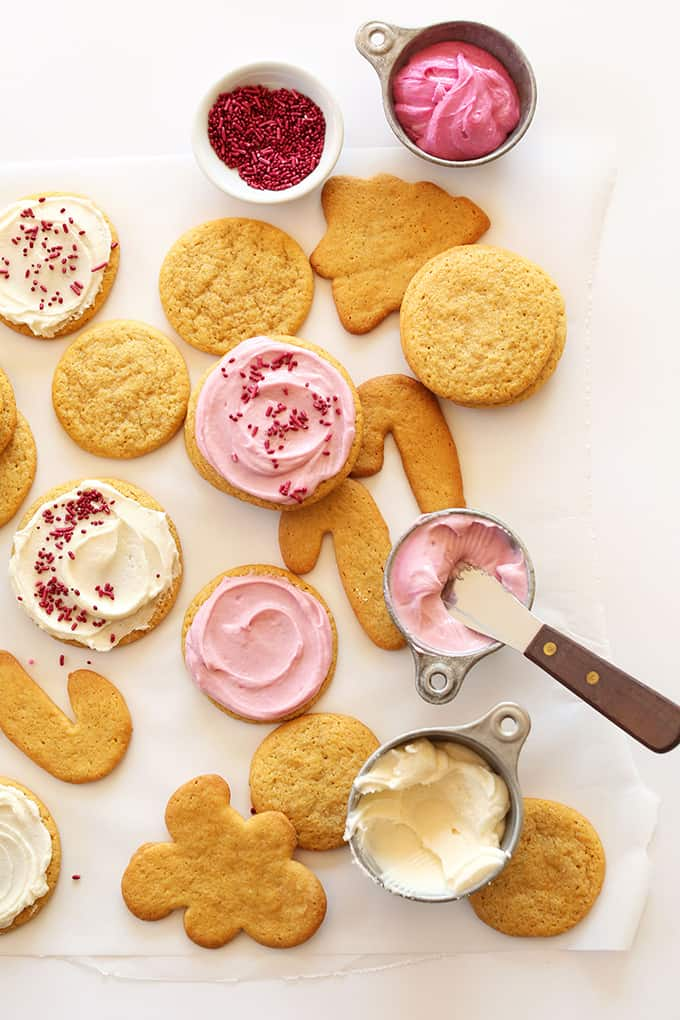 1-bowl Vegan Sugar Cookies @ Minimalist Baker: You absolutely need to bake all these delicious vegan Christmas cookies! They are scrumptious, delicious and EVERYONE will love them!