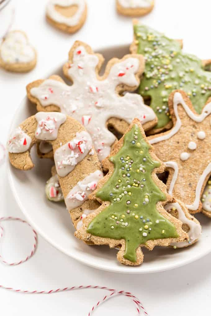Gluten-Free & Vegan Sugar Cookies with Matcha Icing @ Simply Quinoa: You absolutely need to bake all these delicious vegan Christmas cookies! They are scrumptious, delicious and EVERYONE will love them!