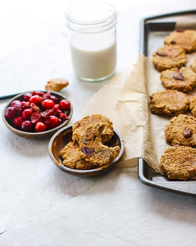 Vegan Cranberry Almond Molasses Cookies @ Cotter Crunch: You absolutely need to bake all these delicious vegan Christmas cookies! They are scrumptious, delicious and EVERYONE will love them!