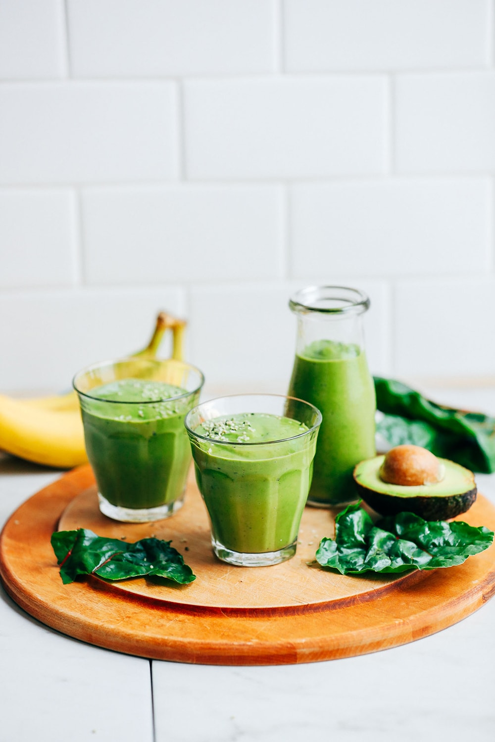 Creamy Avocado Banana Green Smoothie from Minimalist Baker: 100+ awesome vegan meal prep ideas, easy to cook and delicious to eat!
