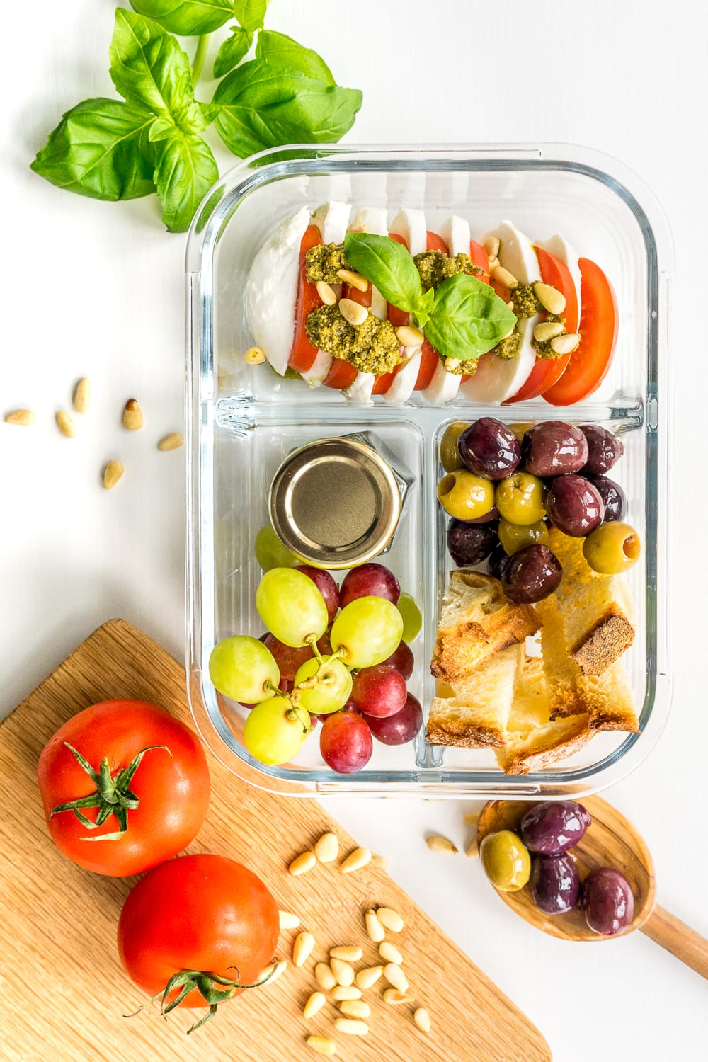 Italian Lunch box idea: Who says bringing lunch from home needs to be boring? This awesome lunch box for adults is perfect for work and are ready in less than 30 minutes!