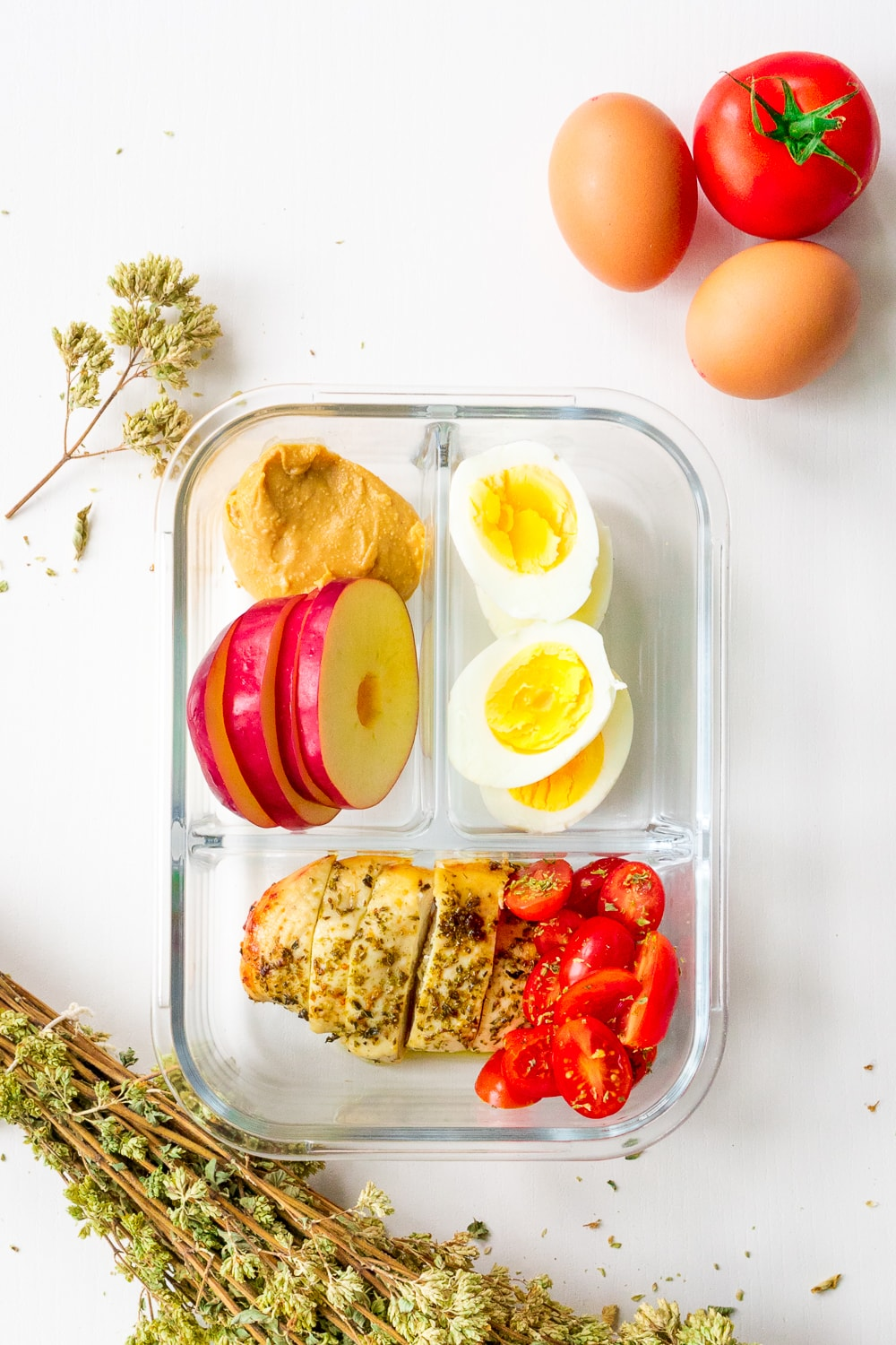 Protein Packed Lunch box idea: Who says bringing lunch from home needs to be boring? This awesome lunch box for adults is perfect for work and are ready in less than 30 minutes!