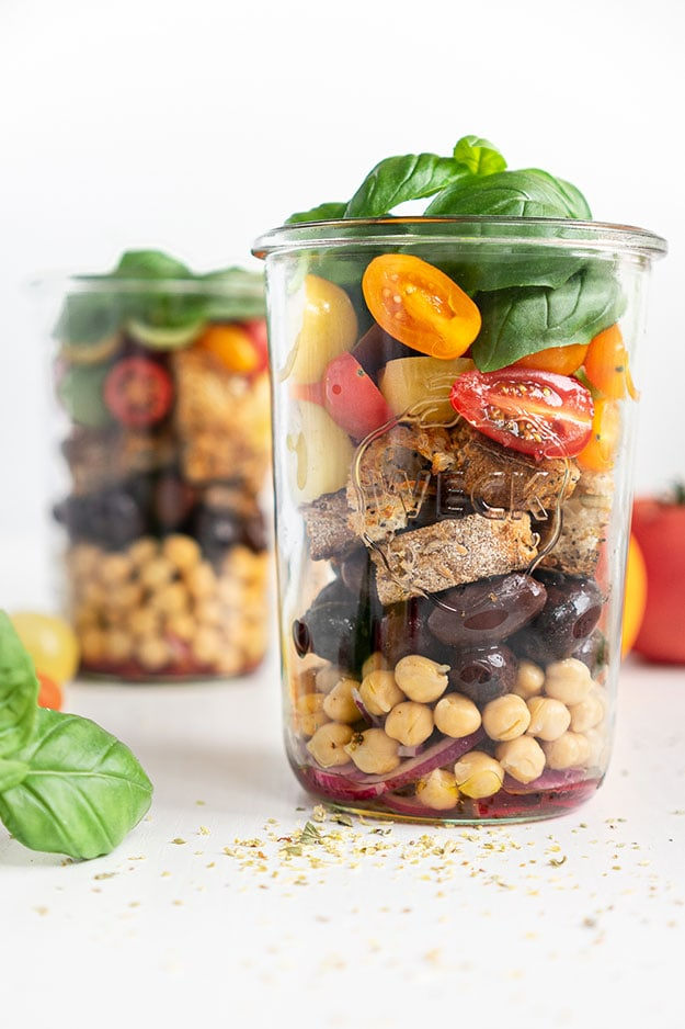 Salad in a Jar (Panzanella): Healthy Meal Prep Ideas Ready in 30 minutes or less