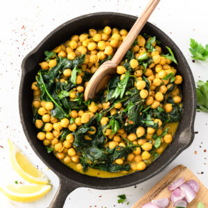 Love a curry? Try this rich and creamy chickpea curry. It has a great depth of flavors and it's surprisingly ready in 10 minutes. Perfect for meal prep!