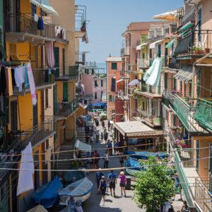 Cinque Terre Italy: the colourful streets of Manarola