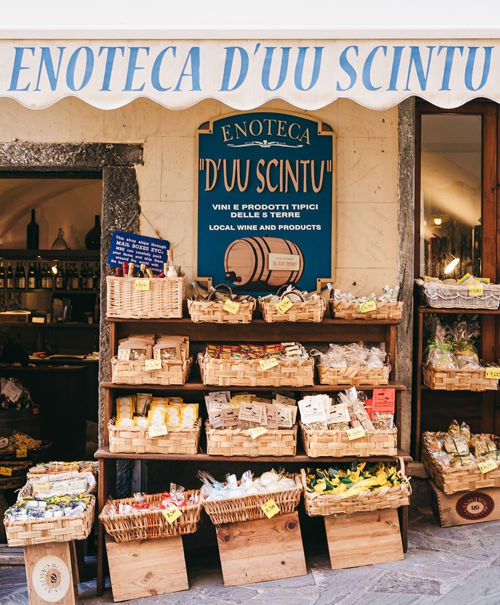 Restaurants in Cinque Terre: front view of Enoteca Du Sciuntu shop