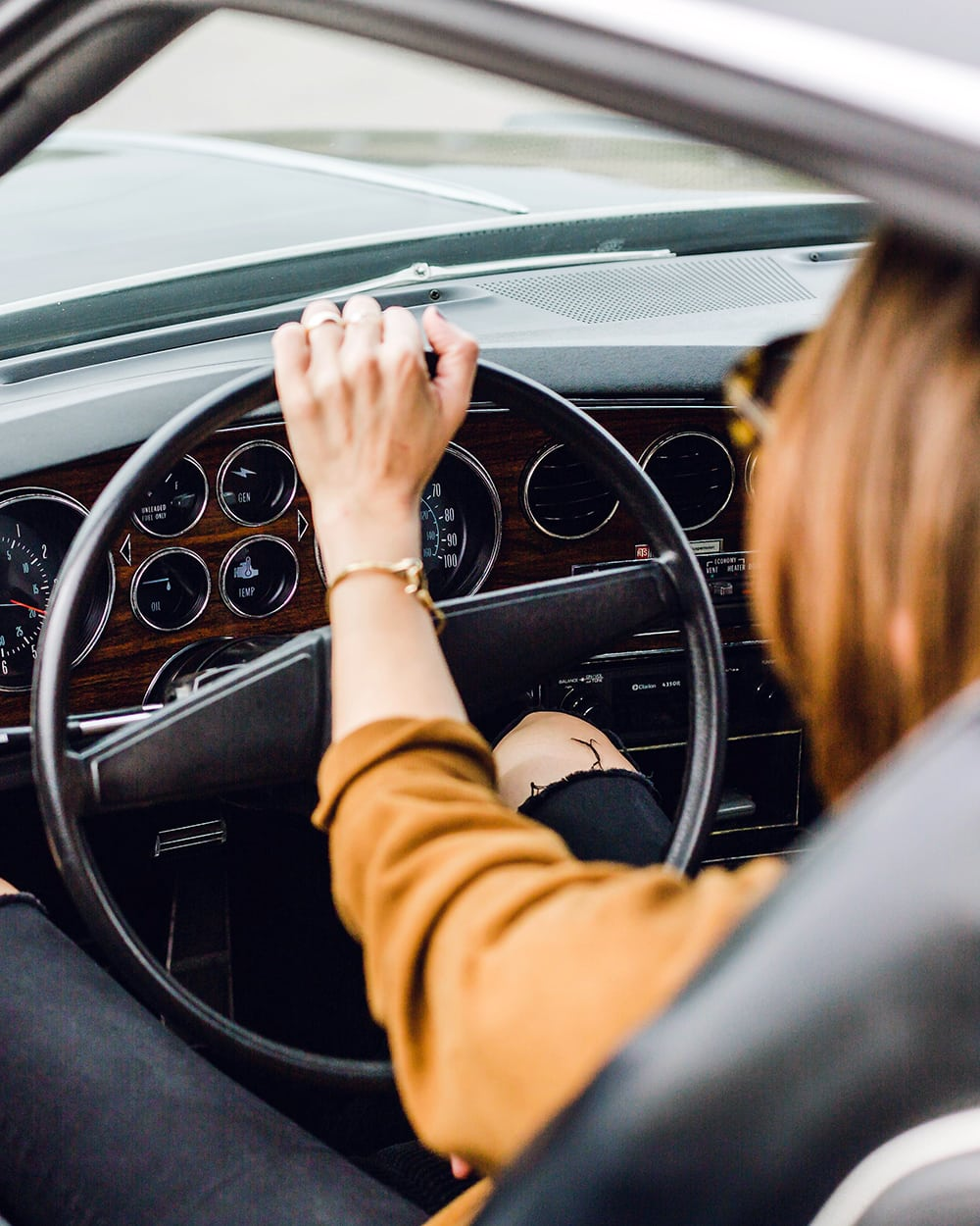 Woman driving in a vintage car! Need money now? Make extra money fast with these creative ways to make money, the easy way. The best ideas to make money. Learn how to make 100 dollars a day!
