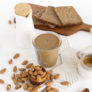 Find out how to make almond butter at home in just 10 minutes! All you need are some almonds and a food processor: it couldn't be easier!