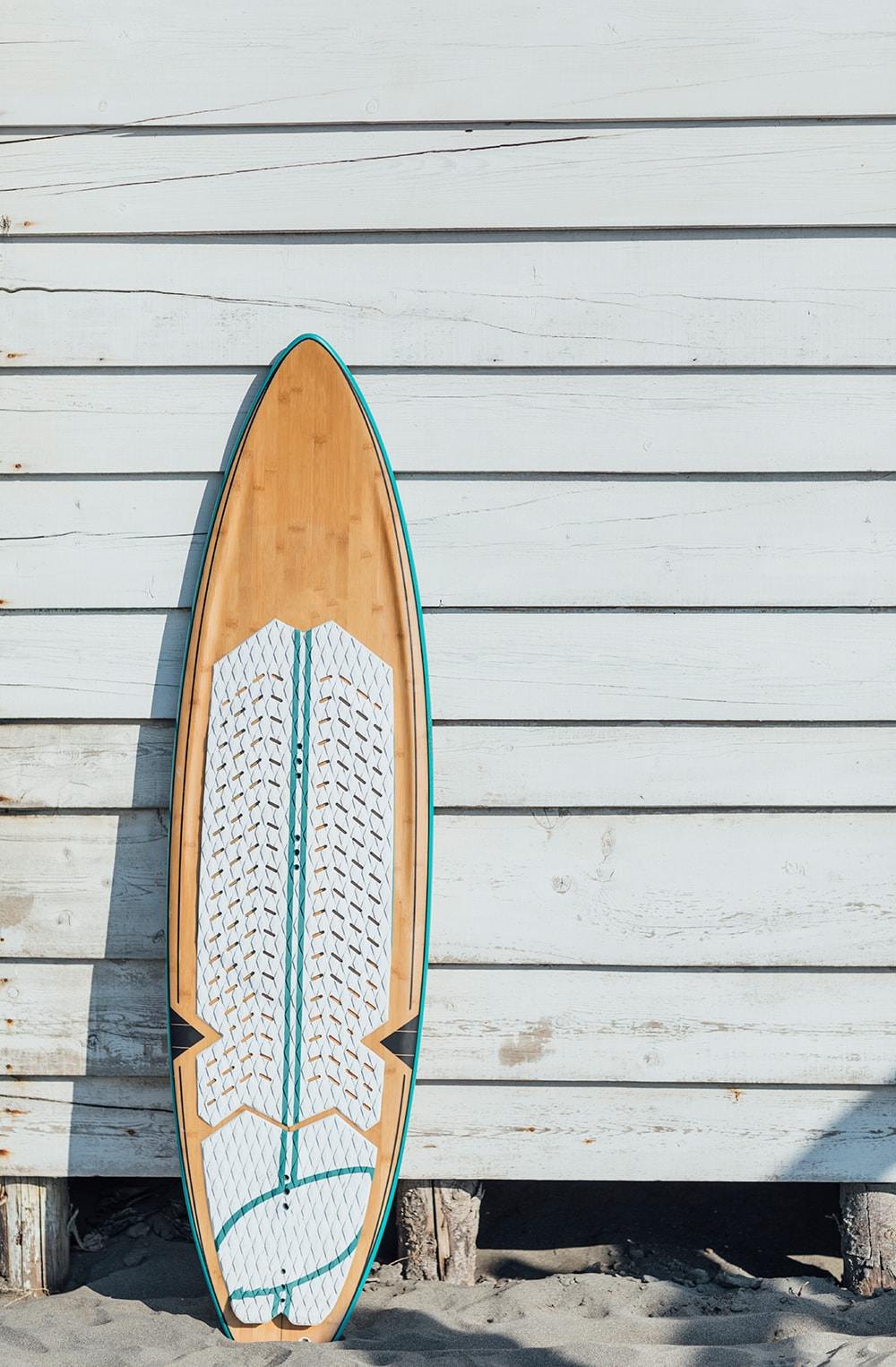 Surfboard against wall to show you how you earn money by renting things out with passive income in 2020