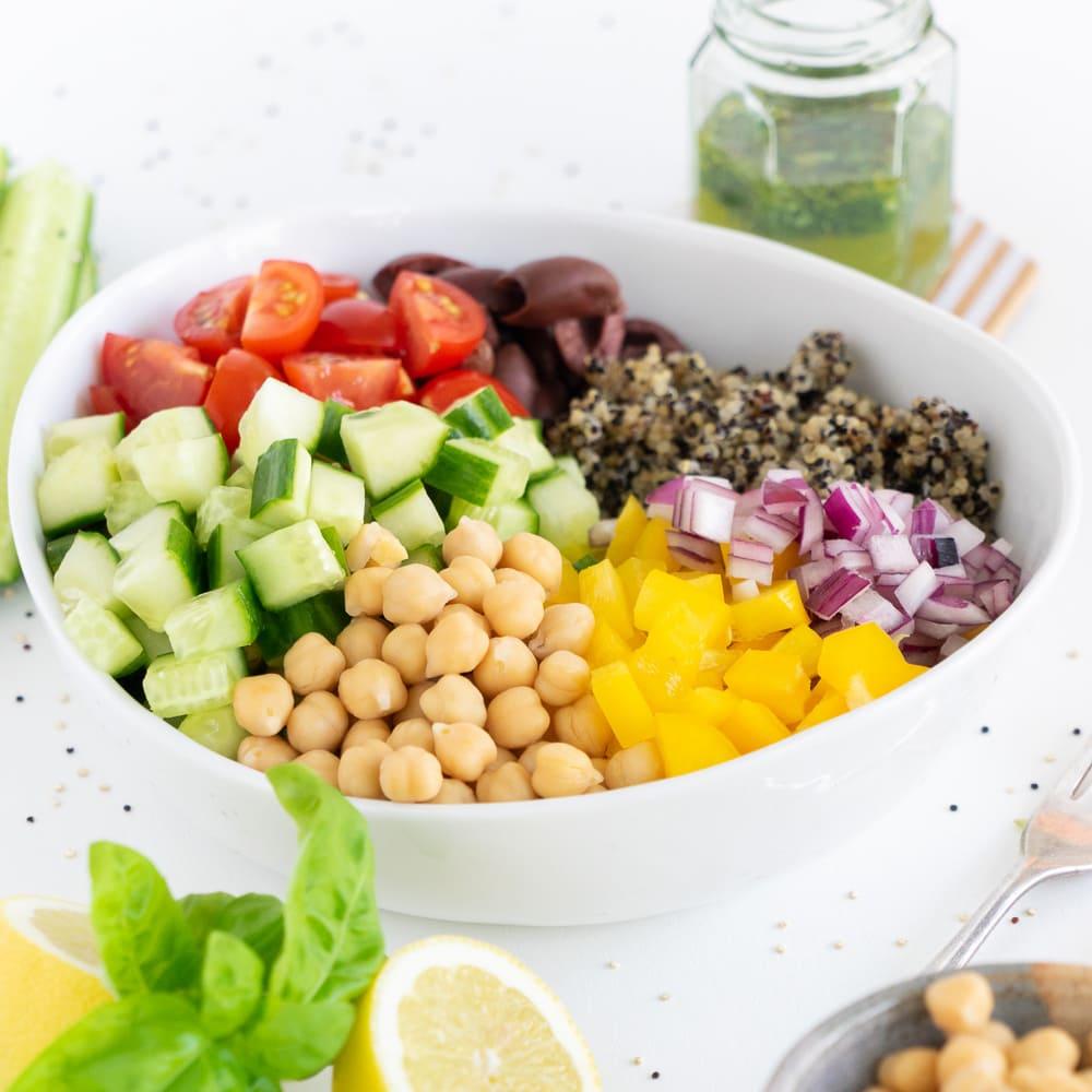 Salada de Quinoa: Uma das 50 Receitas Fáceis de Jantar de Verão na Minha Lista de Receitas Favoritas de Verão!