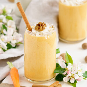 Glasses filled with carrot cake smoothie